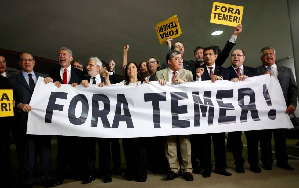 Miembros de la oposición de Brasil piden la salida de Temer este miércoles.