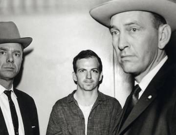 Lee Harvey Oswald, tras su detención.