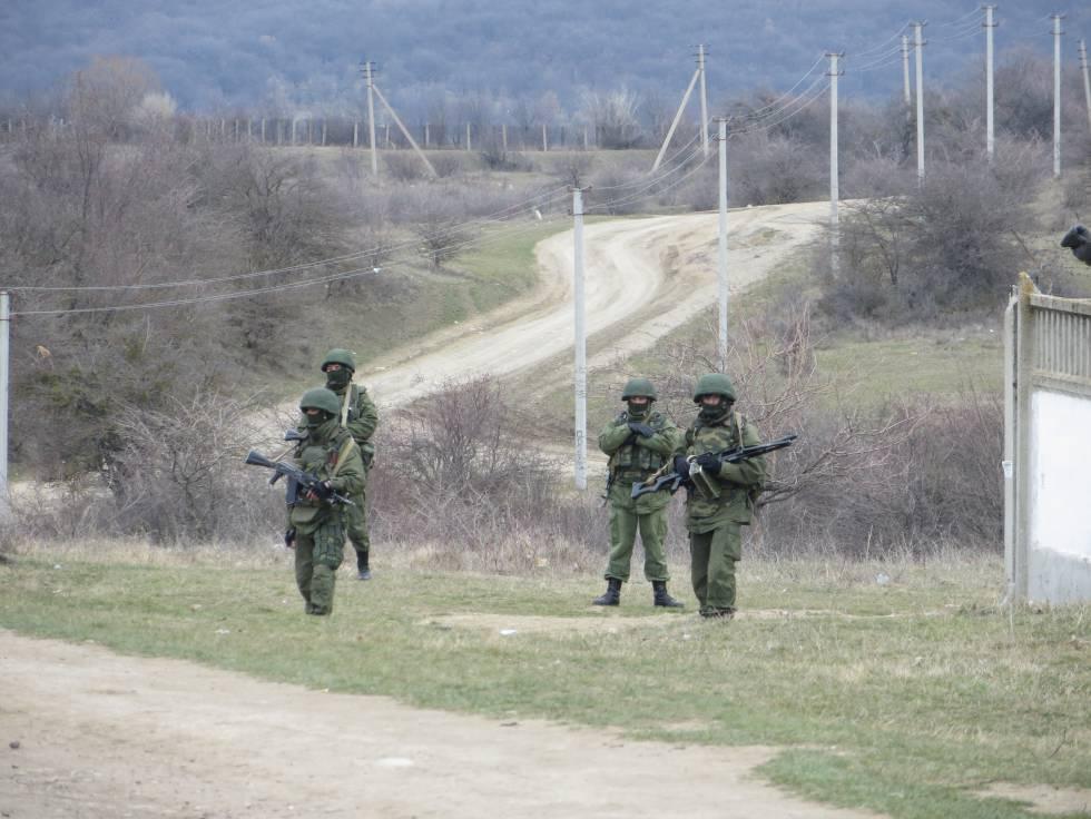 Soldados rusos durante la ocupación de Crimea, en marzo de 2014.