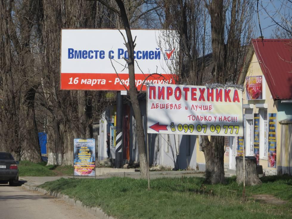 Carteles en Crimea en 2014.