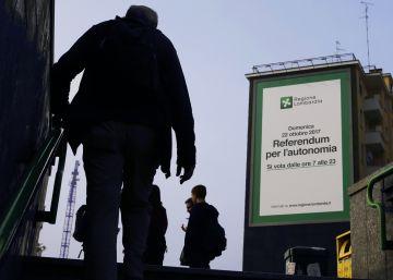 Un poster gigante publicita el referéndum del pasado 20 de octubre en Milán.