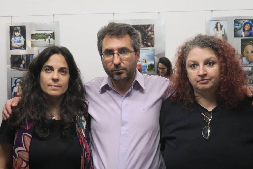 Analía Kalinec (izq), Pablo Verna y Lorna Milena, este martes en Buenos Aires.