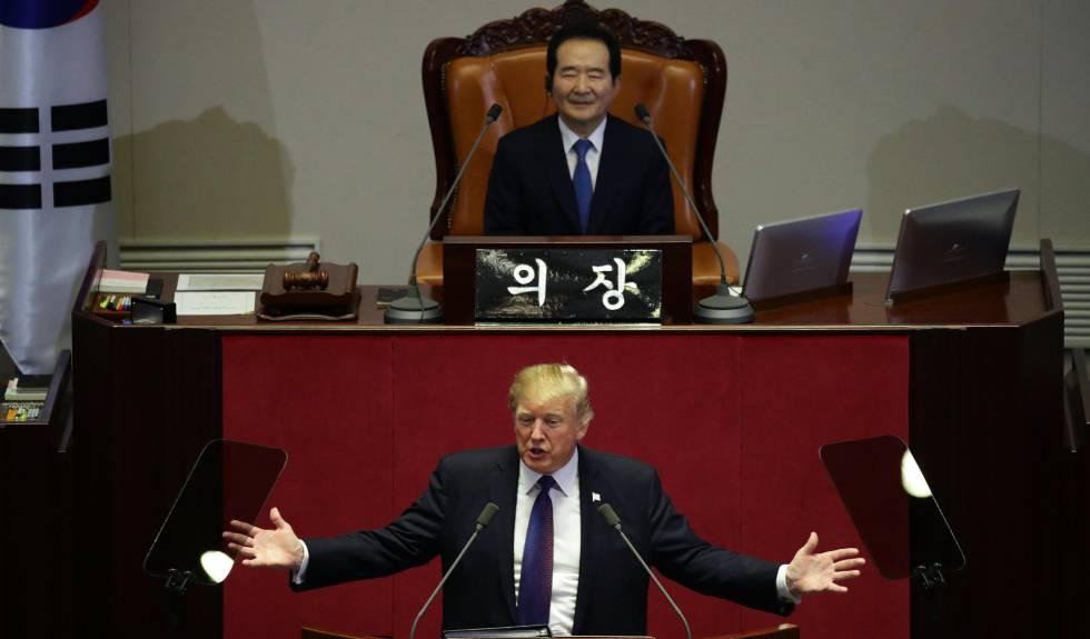 Trump da un discurso en la Asamblea Nacional en Seúl.