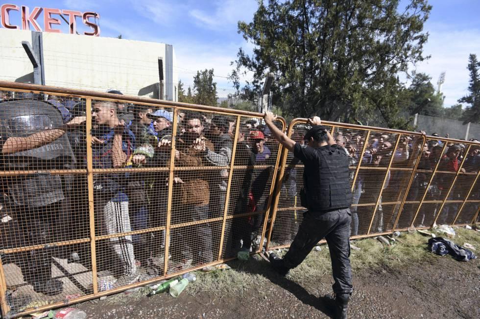 1510426067 829175 1510428114 noticia normal - Centenas de criminosos argentinos são presos por cair na tentação de ver um jogo de futebol