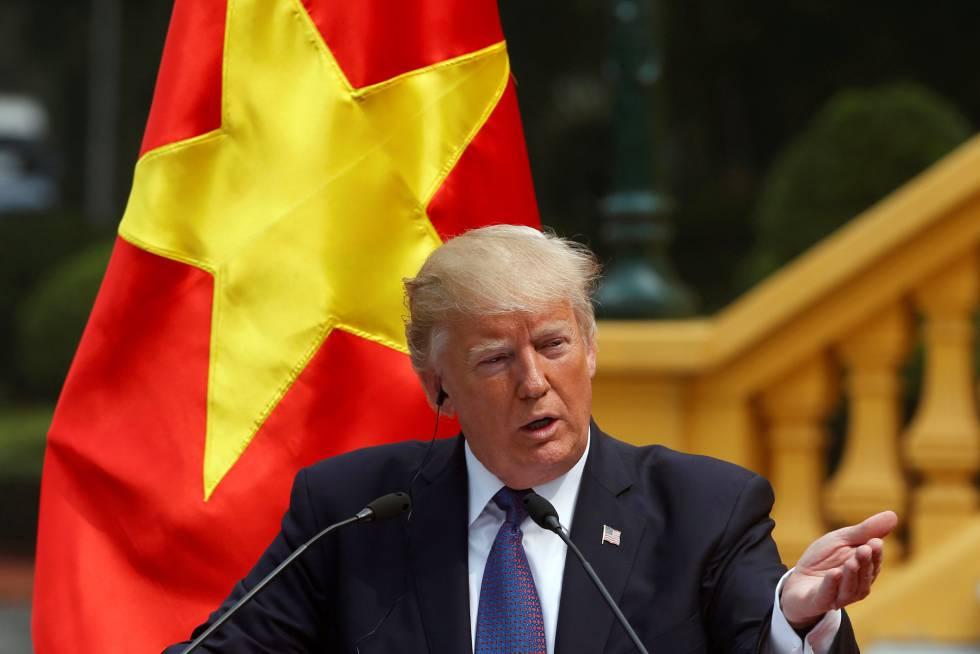 Trump en el palacio presidencial de Hanoi, Vietnam.