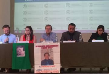 Miembros de Datacívica y otras organizaciones de DD.HH. este lunes durante la presenacióndel proyecto