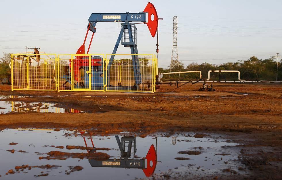La producción petrolera en Venezuela se desploma a niveles de los ochenta