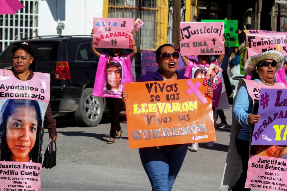 Familiares de mujeres desaparecidas en Ciudad Juárez salen a las calles.