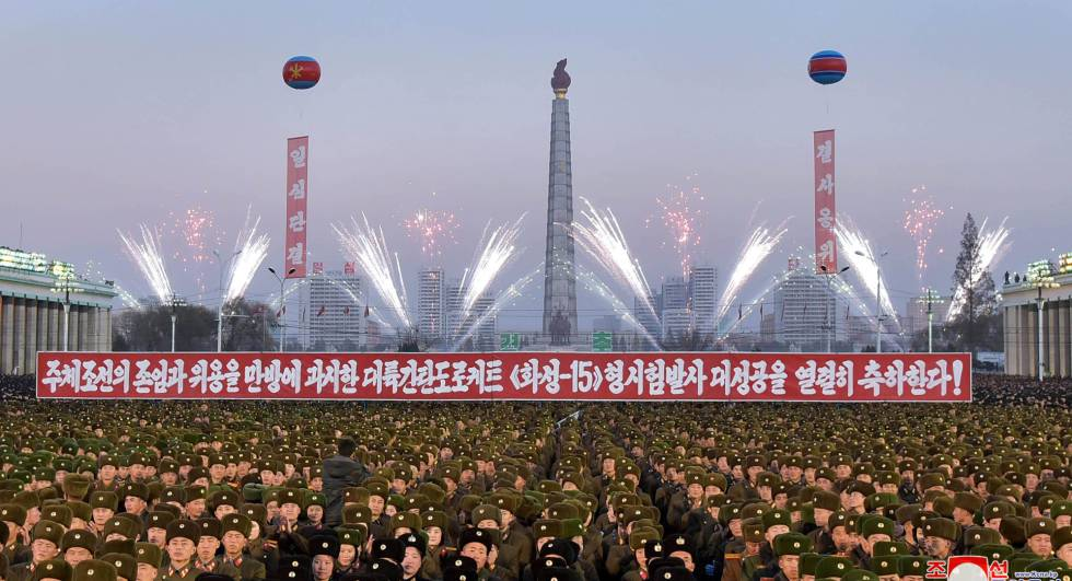 Celebraciones este sábado en Pyongyang por el lanzamiento con éxito del Hwasong-15 el pasado miércoles.