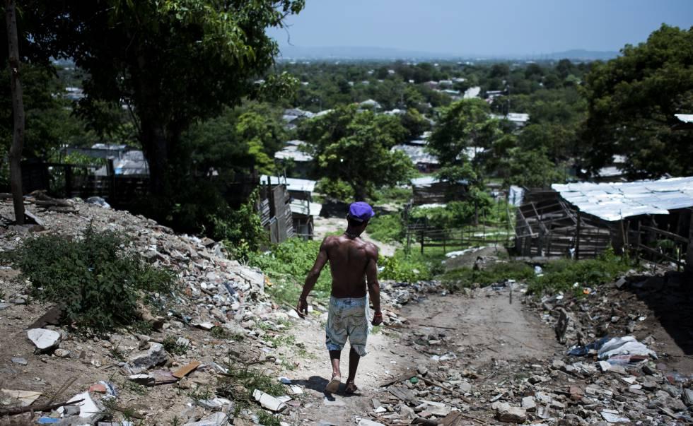 Una calle del barrio del Bosque, en Barranquilla, una de las zonas de la capital del Atlántico con mayores problemas de saneamiento, luz y alcantarillado.