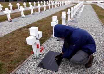 La Cruz Roja termina la exhumación de soldados argentinos sepultados sin nombre en Malvinas