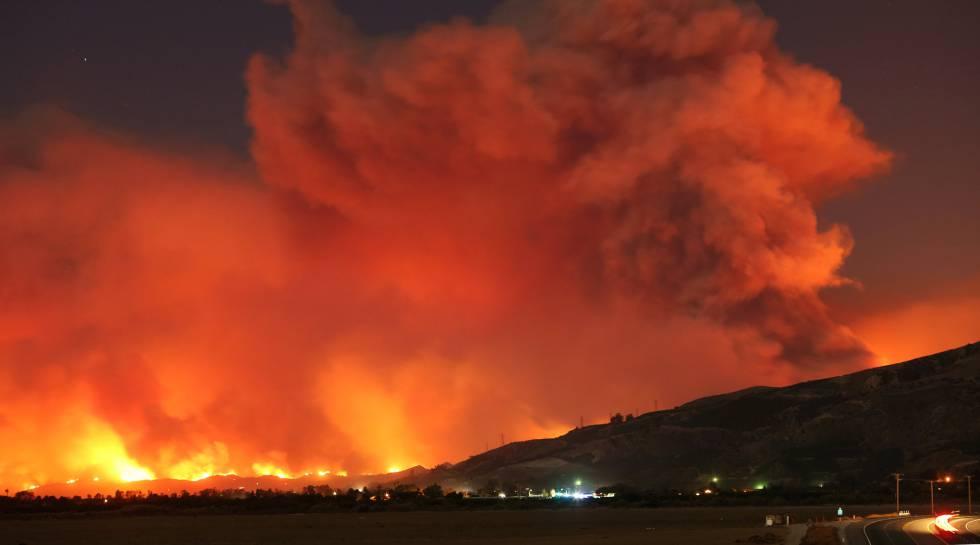 Mercedes Thousand Oaks >> Mais de 27.000 pessoas são evacuadas após um incêndio no ...