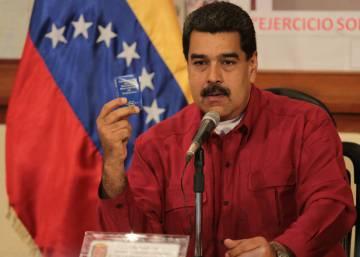 Maduro intercambia puestos en el área petrolera
