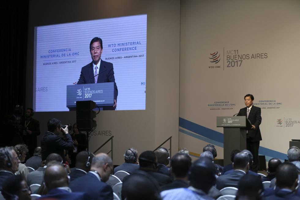 El secretario de Comercio chino, Zhong Shan, habla ante el plenario de la OMC en Buenos Aires.