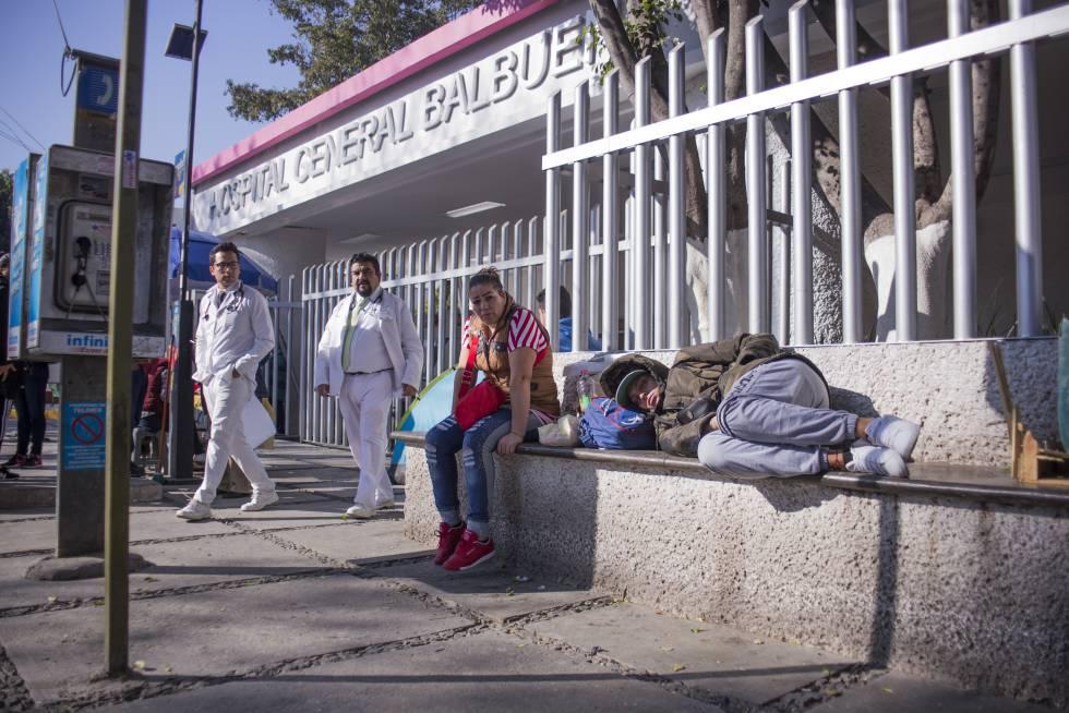 Entrada del Hospital Balbuena en Ciudad de México.