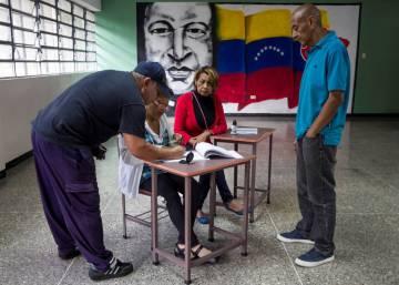 Maduro endurece su control del régimen en unas municipales boicoteadas por la oposición