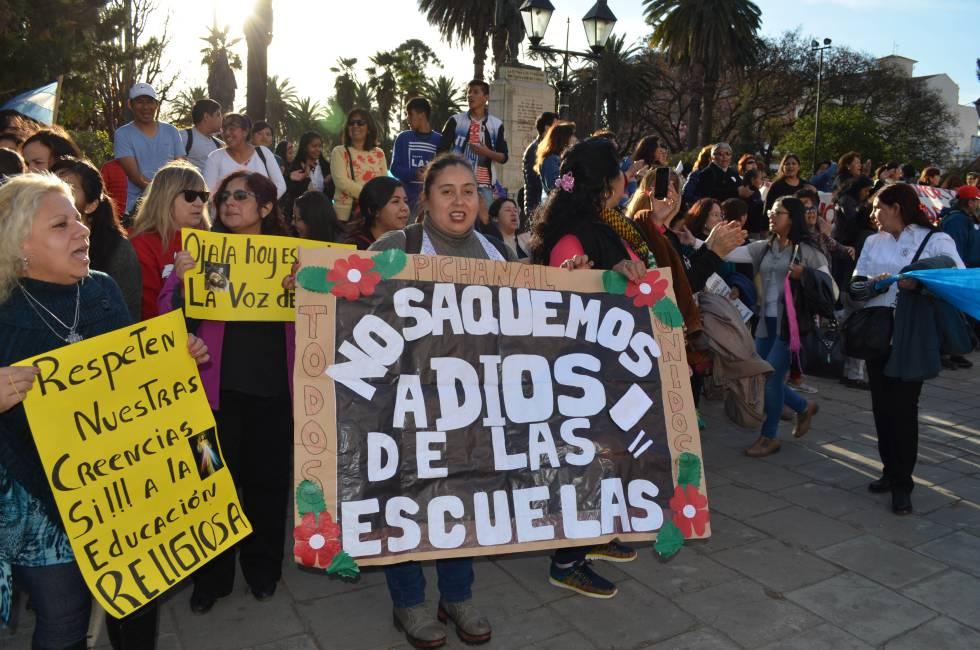 Protesta en contra de prohibir la educación religiosa en Salta, el pasado agosto.