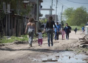 La iglesia alerta de que la mitad de los pobres de Argentina son niños y adolescentes