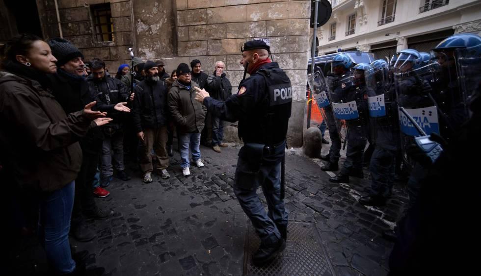 Protesta de 'sin techo' y migrantes esta semana en Roma.