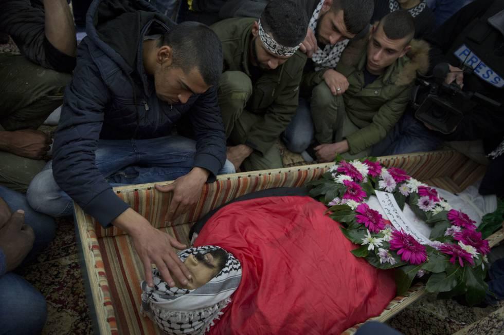 Funeral por el palestino Bassel Ibrahim, muerto en un enfrentamiento con fuerzas israelíes cerca de Ramala.
