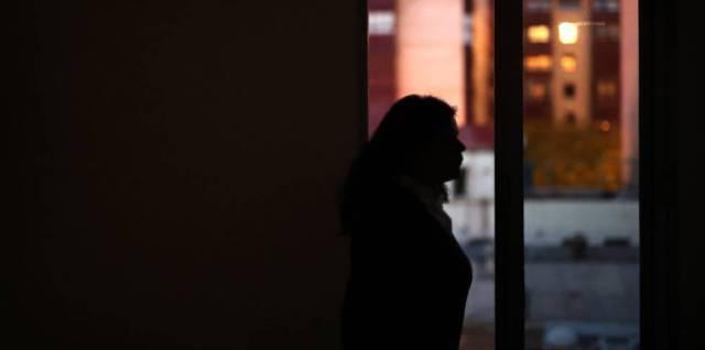 Una mujer excluida de los sistemas sanitarios europeos.