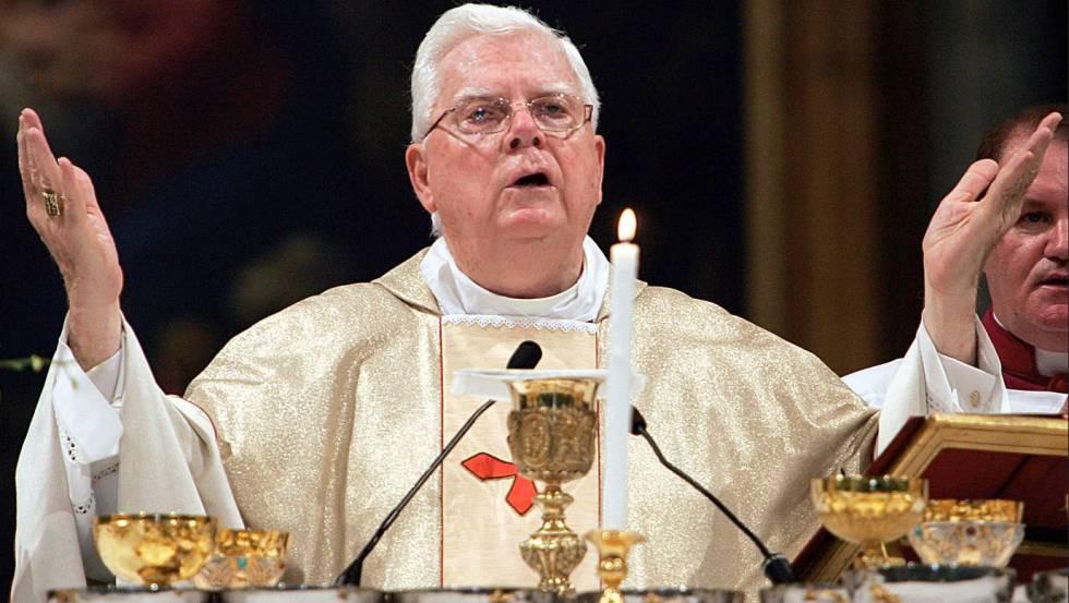 El Cardenal Bernard Law en una misa en Santa María la Mayor, en Roma, Italia, en 2004.
