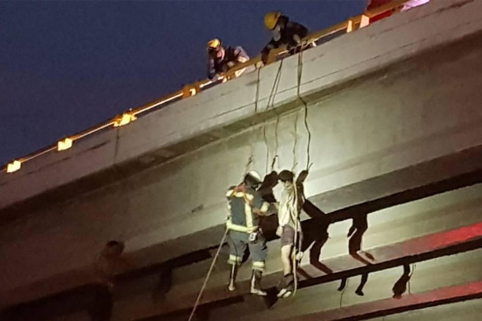 Seis hombres aparecen colgados en puentes en la turística Baja ...