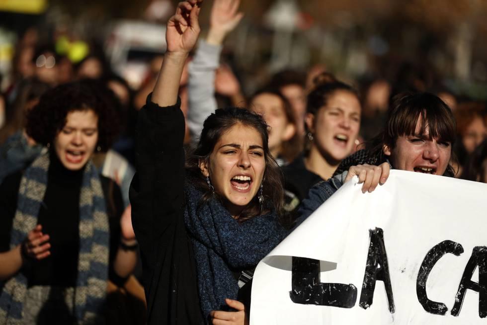 Alumnas de la Complutense se manifiestan contra el acoso sexual en la universidad el este miércoles.