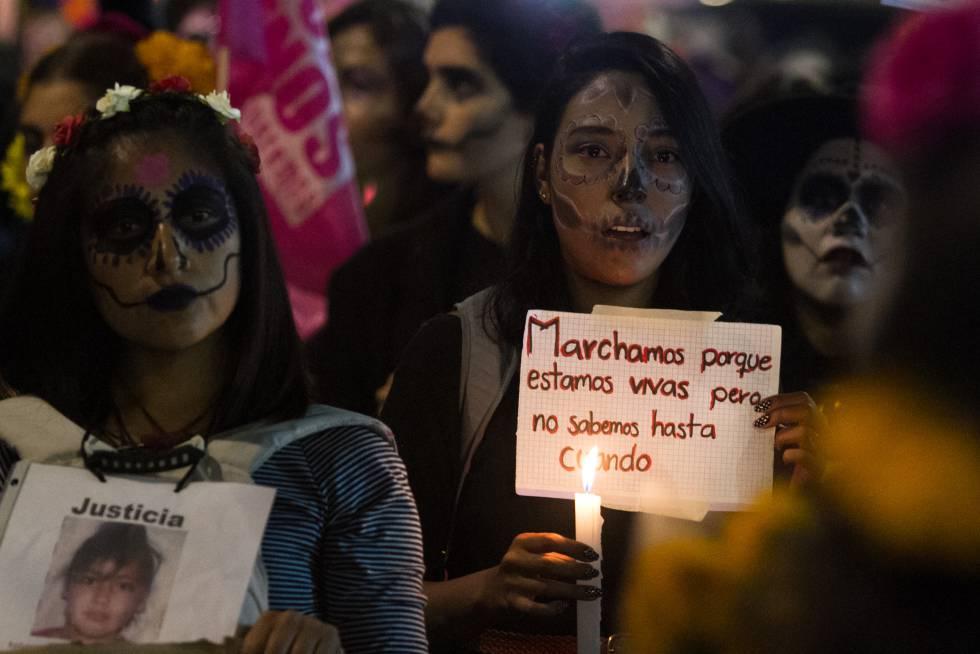 Mujeres protestan contra la violencia feminicida en México hace un mes y medio.