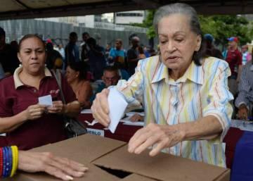 La oposición venezolana asegura que logró casi 7,2 millones de votos en la consulta contra Maduro