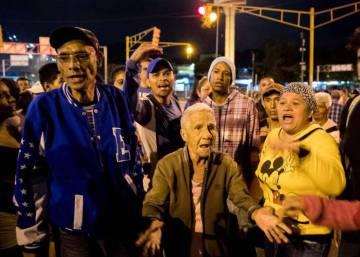 Los fieles al chavismo se unen a las protestas ante la escasez de los alimentos prometidos por Navidad