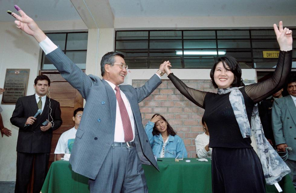 Alberto Fujimori y su hija Keiko, celebrando una victoria electoral en 1995