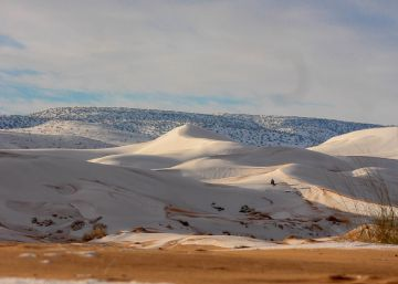 Dunas de neve no deserto do Saara