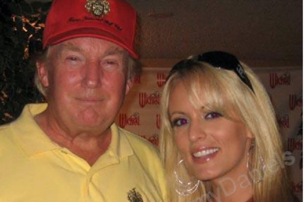 Donald Trump e Stormy Daniels juntos em 2006, em uma imagem obtida pelo 'The Wall Street Journal' da conta do MySpace da atriz.