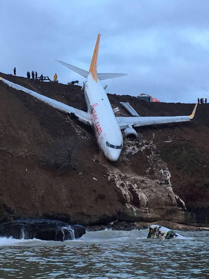 El avión siniestrado venía desde Ankara y en él viajaban 162 pasajeros que no han resultado heridos.