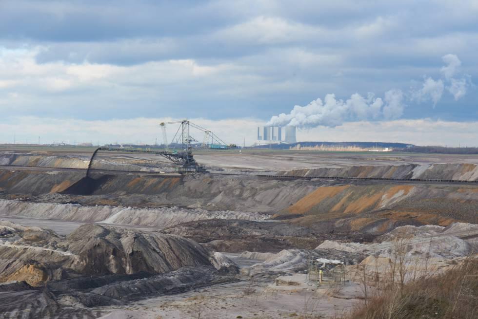Imagen de la mina de lignito próxima a Pödelwitz, al este de Alemania.