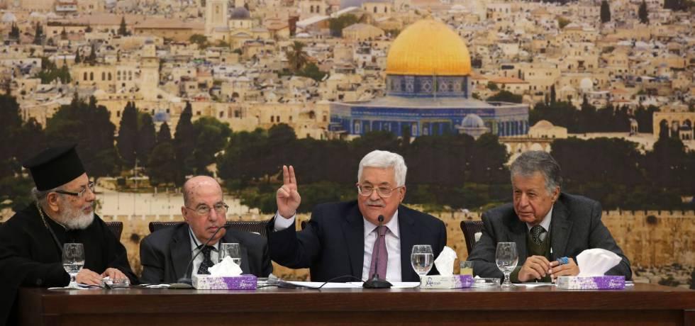 El presidente palestino, Mahmud Abbas, gesticula durante una de sus intervenciones en El Consejo Central Palestino el pasado lunes.rn