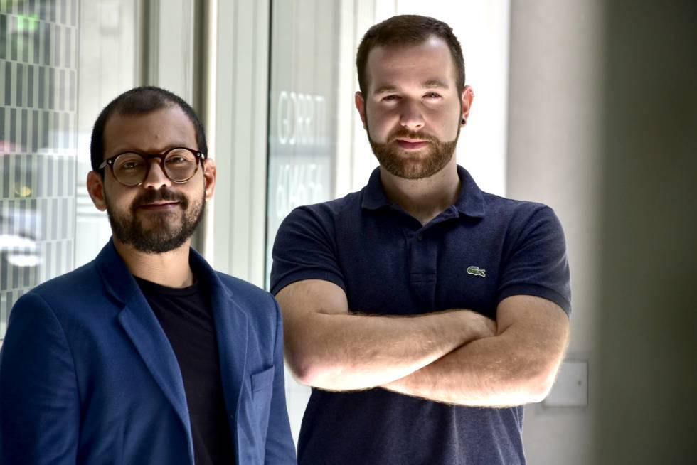 Itsvan (izq.) y Alessandro, en el barrio de Palermo.