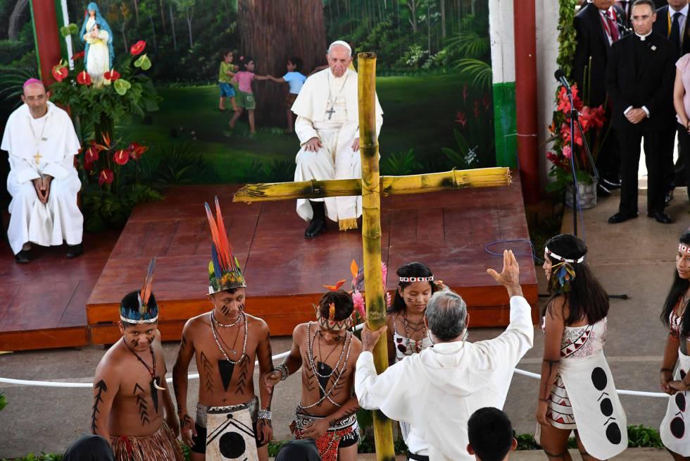 El Papa asiste a una reunión con niños del Hogar Principito, en la ciudad peruana de Puerto Maldonado.