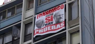 Un cartel dedicado al papa Francisco.