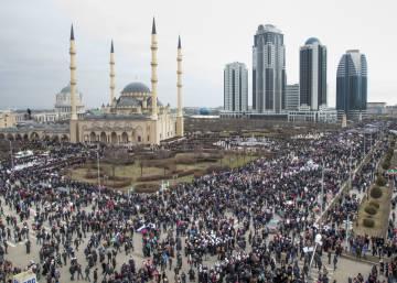 Chechenia exhibe su lealtad a Putin