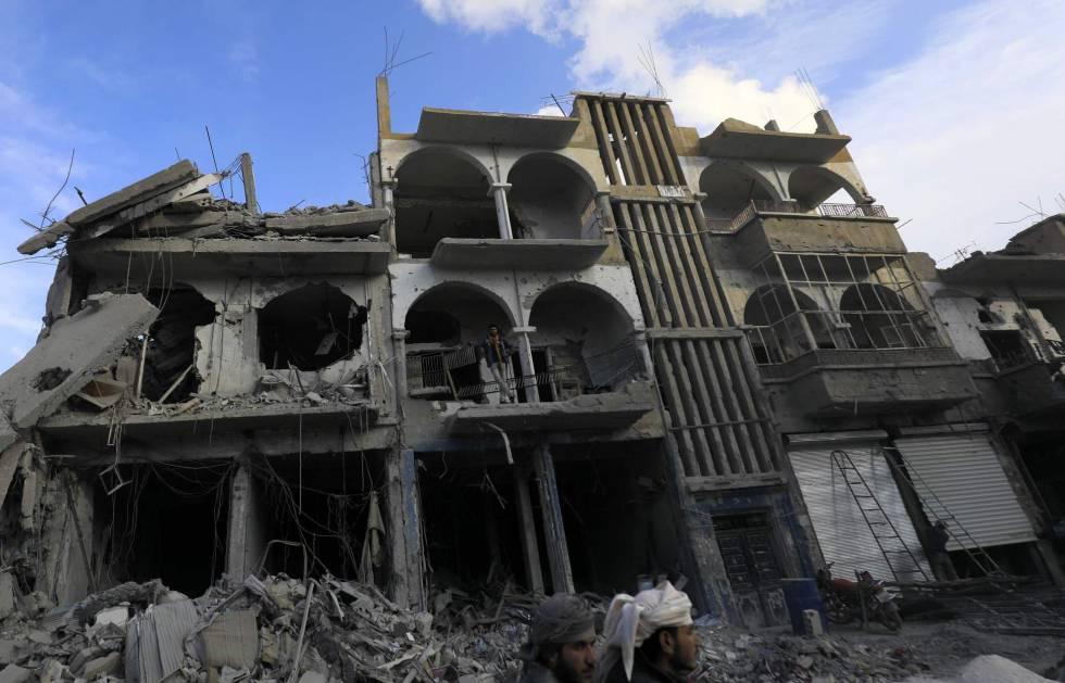 Un edificio bombardeado de Raqa, el que fue bastión del ISIS en Siria.