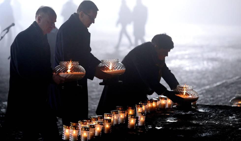 Altos cargos del Gobierno polaco, el sábado en un acto en el antiguo campo de exterminio de Auschwitz.