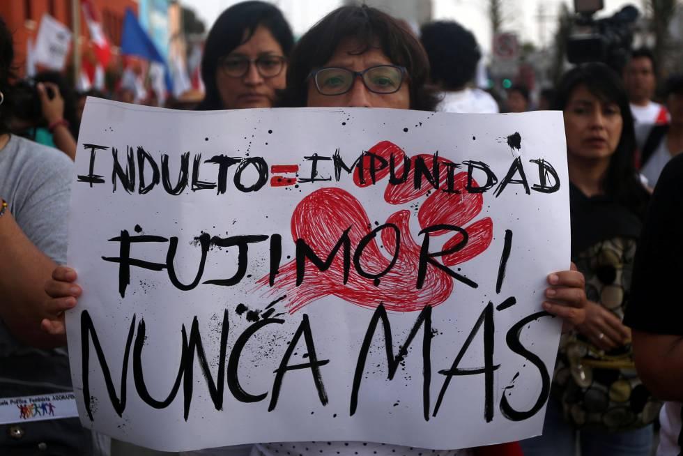 Una mujer en una protesta en Lima, el 11 de enero.