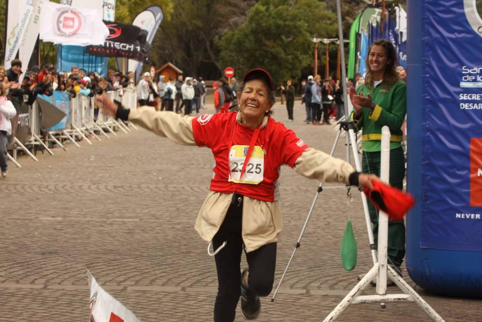 La abuela Elisa, llegando a la meta.