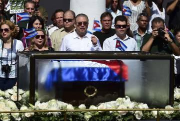 Fidel Castro Diaz-Balart al paso de los restos de su padre en Santiago de Cuba en 2016.