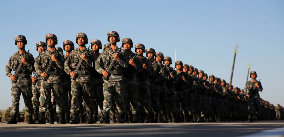 Militares chineses, na base de Zhurihe, em junho de 2017