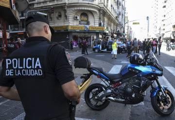 Policías en la zona en la que se produjo el tiroteo.