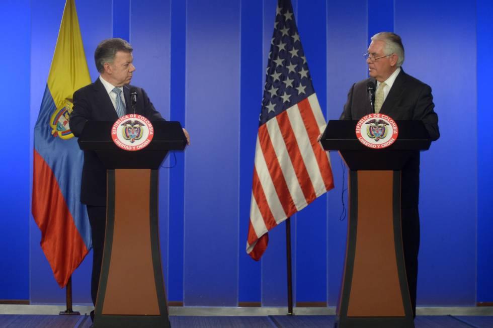 El presidente de Colombia, Juan Manuel Santos, a la izquierda, comparece con Rex Tillerson, secretario de Estado de EE UU.