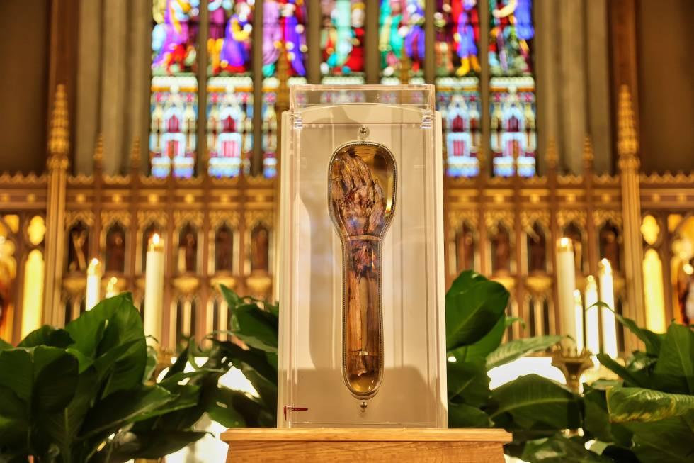 El brazo de San Francisco Javier en la Catedral de San Miguel en Toronto, Canadá, el pasado 12 de enero.